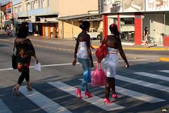 Bags and Shoes (Otacílio Rodrigues) Tags: street sun sol brasil store women shoes crossing zebra streetphoto rua mulheres bags loja bolsas oro sapatos resende faixa pedestres