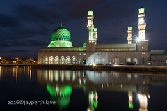 Masjid Bandaraya Kota Kinabalu (jperthllave) Tags: pentax muslim islam mosque kotakinabalu masjid moslem floatingmosque smcpda21mmf32al masjidbandarayakotakinabalu kotakinabalucitymosque