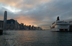 Hong Kong (nicnac1000) Tags: sunset hk skyline hongkong boat harbour cruiseboat
