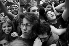 (eldopla) Tags: rock uruguay fiesta gente 200 musica montevideo pogo joven raro uy publico 2011 agite bicentenario pablonogueira ladiaria 20111010 festejor