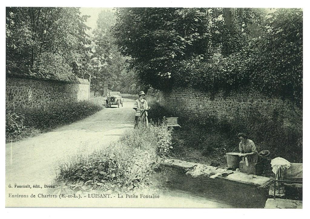 WV-L-30 La petite fontaine rue de la Vallée de l'Eure