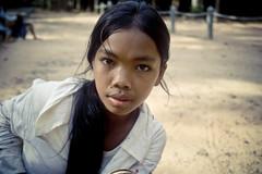 Cambodia - agosto 2011 (Andrew Baros) Tags: portrait girl eyes ruins asia cambodia temples angkor wat ritratto ragazza cambogia