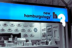 DSC_0557 (La Marquise de Jade) Tags: blue food color portugal centre fast bleu porto commercial hamburger couleur sélective hamburgology