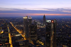 FFM Stadtlichter (ploh1) Tags: hessen frankfurt himmel dmmerung aussicht weite ausblick lichter innenstadt ffm mainhattan abendstimmung stadtansicht grosstadt mainmetropole