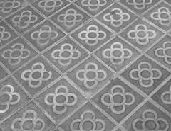 Fliesen (G_u_e_d_e) Tags: barcelona spain bcn fliese brgersteig fussboden zementplatte mosaikplatte