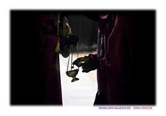 Una o dos cucharadas? (Chema Concellon) Tags: espaa backlight night contraluz easter noche spain europa europe dof hand manos valladolid desenfoque nocturna turismo cultura fotgrafo viernessanto semanasanta tradicin castilla guantes fotografa hbitos penitentes procesin hollyweek incienso cuchara castillaylen religin cofrades cristodelaluz devocin cofrada hermandad hermandaduniversitaria chemaconcelln procesingeneral incensario desenfoqueselectivo valladolidcofrade hermandaduniversitariadelsantsimocristodelaluz procesingeneraldelasagradapasindelredentor