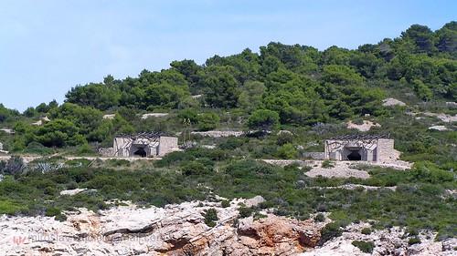 Vis - Vis  island - cannons