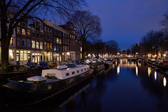 Nautical twilight (McQuaide Photography) Tags: old city longexposure winter light urban house holland reflection water netherlands dutch amsterdam architecture zeiss outside boot licht boat canal twilight lowlight europe waterfront outdoor dusk sony traditional tripod capital nederland houseboat atmosphere wideangle fullframe alpha huis residential atmospheric waterside stad authentic manfrotto noordholland gracht brouwersgracht c1 huizen wideanglelens capitalcity 1635mm woonboot northholland a7ii groothoek phaseone variotessar captureone mirrorless sonyzeiss mcquaidephotography ilce7m2 captureonepro9
