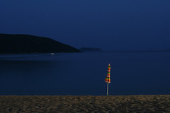 (Der Wunderbare Mandarin) Tags: longexposure blue sea beach night umbrella sand desert calm latesummer
