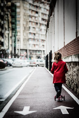 New skaters (Luis Marina) Tags: street red girl rojo path nia skate arrow santander flecha carril patinete patinar