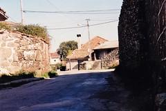ANTES: Obras da mellora da estrada o seu paso por Vilario das Poldras (Sandis (Ourense) -  30 de decembro de 1998 (Xav Feix) Tags: rural galicia obras ourense sandis alimia vilariodaspoldras concellodesandis