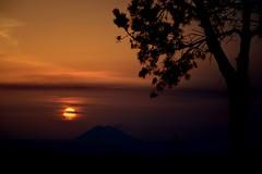 """...arrivederci, per una volta ancora...""/ ""...bye bye, to once again..."" (Loredana Consoli) Tags: sunset red sun tree redsky calabria stromboli vibovalentia"