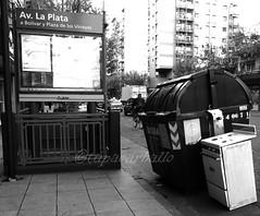 COCINAR AL PASO. CABA. ARGENTINA. (tupacarballo) Tags: street canon blackwhite calle powershot cocina basura tupacarballo canonpowershotg16
