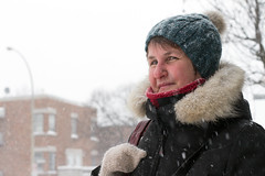 Stranger 040/ 100 Michle (Jacques Lebleu) Tags: winter woman snow 50mm donna mujer montral montreal hiver femme stranger invierno neige inverno tuque mittens neva inconnue mitaines nieva 100strangers ahuntsiccartierville