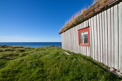 Shelter for the sea (harald.bohn) Tags: ocean blue sea sky house green grass norway grey norge cabin himmel gras hus hav bl gr grnt andy vetserlen