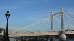 London 15-17 january 2016 (Londrina92) Tags: bridge blue winter sky cold london streetlamp january sunny ponte cielo inverno londra freddo gennaio lampione albertbridge