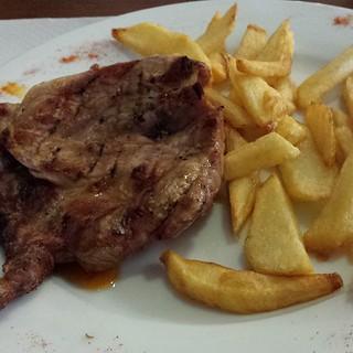 churrasco #iberico con #mojopicon y #patatasfritas...