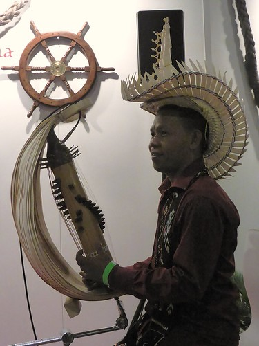 Indonesian musician playing the sasando, vakantiebeurs 2016
