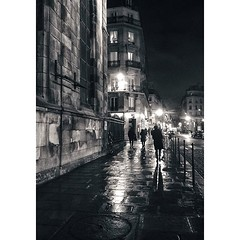 Boulevard de Sbastopol sur les pavs mouills et dans la nuit qui tombe, presser le pas pour aller retrouver la chaleur du foyer... (primesautiere1) Tags: square squareformat iphoneography instagramapp uploaded:by=instagram
