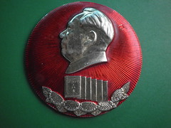 Learning Chairman Mao's works   (Spring Land ()) Tags: china badge mao    zedong
