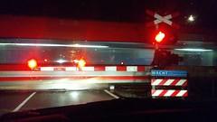 IMG_20160104_054928 (paddy75) Tags: enschede euregioweg spoorwegovergang spoorbomen trein