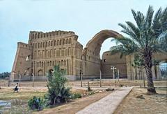 img565   Ctesiphon palace ruins (NordVei) Tags: old outside ruins arch exterior image pentax iraq large slide palace palm human baghdad mx mesopotamia salman pak ctesiphon governorate