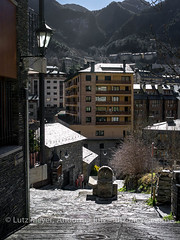 Andorra rural: Encamp, Vall d'Orient, Andorra (lutzmeyer) Tags: pictures old winter history architecture sunrise photo arquitectura foto image photos images fotos architektur invierno february sonnenaufgang febrero unten historia andorra antic oldhouses bilder pyrenees februar iberia pirineos pirineus architectura febrer pyrenen historisch imatges hivern comu historiccentre historischeszentrum sortidadelsol lesbons canoneos5dmarkiii valldorient livingantic livingrural encampcity lutzmeyer lutzlutzmeyercom placadelsarinsolsencamp