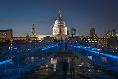 St Paul's Cathedral (Stef. Broos) Tags: city bridge light london st dark walking lights movement cathedral pauls milennium