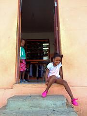 Shy (Yolande...) Tags: door pink people shop children kinderen shy winkel caboverde deur roze capeverde verlegen kaapverdi