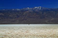 All alone... (Robyn Hooz) Tags: california death loneliness flat sale horizon salt valle uomo morte solo valley pianura orizzonte solitudine valledellamorte