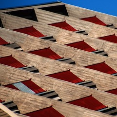 balcons vermells amb ombres_red balcons with shadows (estiu87) Tags: fun arquitectura shadows graphic geometry baustelle beton fassade ciment ombres myway balcons geometra illusi archshot grfic fassana arquitecturaarchitektur baustelleobres