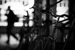 Street blur (akarakoc) Tags: blackandwhite white man black monochrome bicycle silhouette zeiss canon walking t lights los bokeh f14 picture 85mm carl nightlight blurr effect planar thru carlzeiss planart bokehlicious planart1485 5dmark3