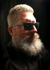 Berlin-Prenzlauer Berg, 2015 (Thomas Lautenschlag) Tags: portrait selfportrait berlin male me sunglasses germany beard deutschland photography goatee fotografie photographie autoportrait bart portrt specs autoritratto autorretrato lunettes spectacles allemagne selbstportrait bigbeard sonnenbrille barbe rayban selfie autoportret selbstportrt gafasdesol selbstauslser fullbeard vollbart   barbouze thomaslautenschlag