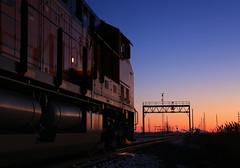 Waiting on a few. (GLC 392) Tags: blue light sunset ohio moon snow color south hour oh signal bnsf position cpl csx emd deshler 3985 6576 es44ac es44c4 k803 et44c4