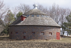 Hamilton County Round Barn (grandpaspix) Tags: barn sony iowa round dt a100 35561870mm