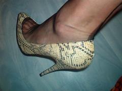 IM007086 (grandmacaon) Tags: highheels stilettos lowcut talonsaiguille hauttalons hautstalons lowcutshoes toescleavage