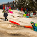 Crianças se divertindo na neve
