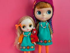Amanita and Pebbles (Helena / Funny Bunny) Tags: pebbles blythe bl middie funnybunny kozykape solidbackground middieblythe nekogutsuzukin amanitamuscariatoadstool