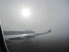 160209-foggy-morning-for-takeoff-seatac-airport (zverina.com) Tags: tarmac fog foggy seatac ha29 gatehold