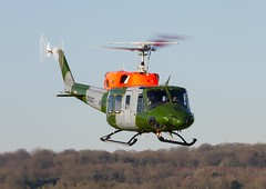ZK067  'B'  Bell 212 AH3  AAC  25 Flight (Churchward1956) Tags: b england aviation salisburyplain airfield aac everleigh spta middlewallop zk067 25flight bell212ah3
