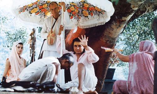 Babaji-blessing-herakhan-sadaguru