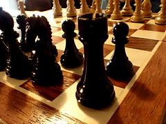 chess game P2070853 (Thomas Rossi Rassloff) Tags: game sport matt play thomas board think chess zug brett bauer springer dame turm holz weiss schwarz rossi figur spiel aktion patt knig plastik denken schach lufer erziehung gehirn plaste hirn gedanken fordern rassloff frdern