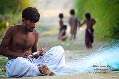 Fisher man making fishing net (Cute Pakistan) Tags: fisherman fishingnet indusriver mohana taunsabarrage akhtarhassankhan 03007480117 makingfishingnet pakistanifisherman