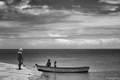 (FelipeCampos) Tags: ocean family blackandwhite bw white black beach nature monochrome canon mono joy frias happiness monotone bahia ba blacknwhite bnw ferias cumuruxatiba cumuru
