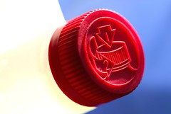 red cap: push down, turn left (HansHolt) Tags: blue red 2 white macro turn canon 1 bottle blauw dof child down 100mm container cap push proof left rood wit dop fles 6d safetycap resistant canonef100mmf28macrousm macromondays canoneos6d
