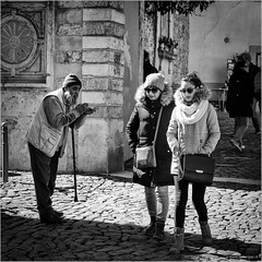 Applause (John Riper) Tags: street ladies bw woman white man black cold portugal monochrome sunglasses cane canon john square beard photography mono couple zwartwit pavement lisboa lisbon candid poor hats pebbles l applause 6d 24105 applaude straatfotografie riper johnriper