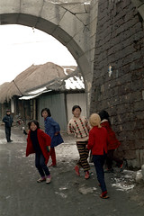 31-593 (ndpa / s. lundeen, archivist) Tags: street city winter girls people house color building fall film home bike bicycle kids 35mm children gate nick group citylife korea korean seoul thatchedroof 1970s southkorea 1972 31 dewolf thatchroof nickdewolf photographbynickdewolf reel31