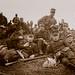 PEM-OAN-00054 Soldater tar en pust i bakken