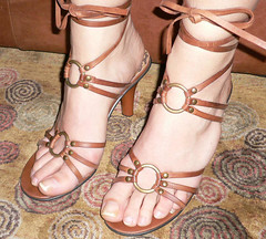 biba72 (J.Saenz) Tags: woman feet foot mujer shoes toe sandals nail tacos polish zapatos pies heels pedicure tacones pieds pintada dedo scarpe sandalias schuh toenail shoefetish esmalte ua tacchi fetichismo shoeplay podolatras