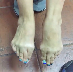 wp_ss_20160425_0004 (chillstatus1) Tags: feet toes pointing overlapping